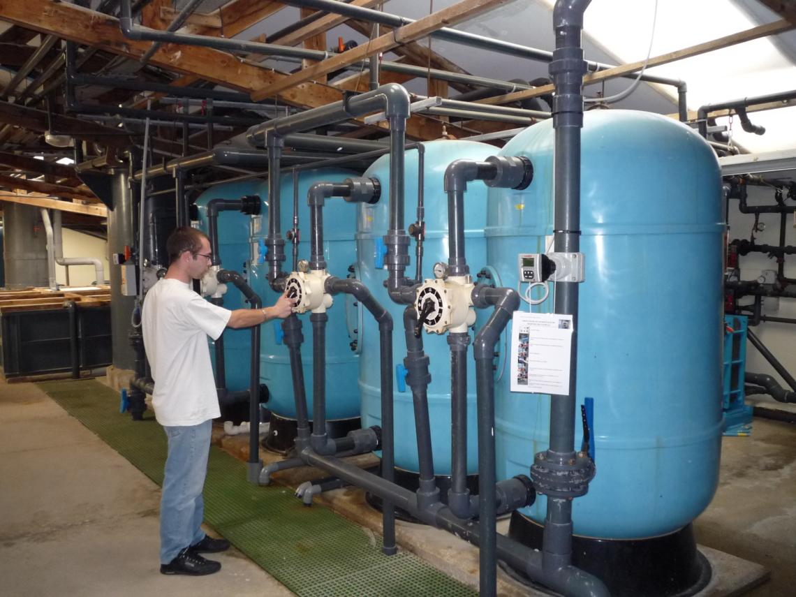 Cuves de filtration branchées en parallèle